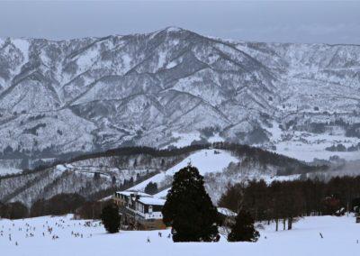 nozawa onsen snow mountains